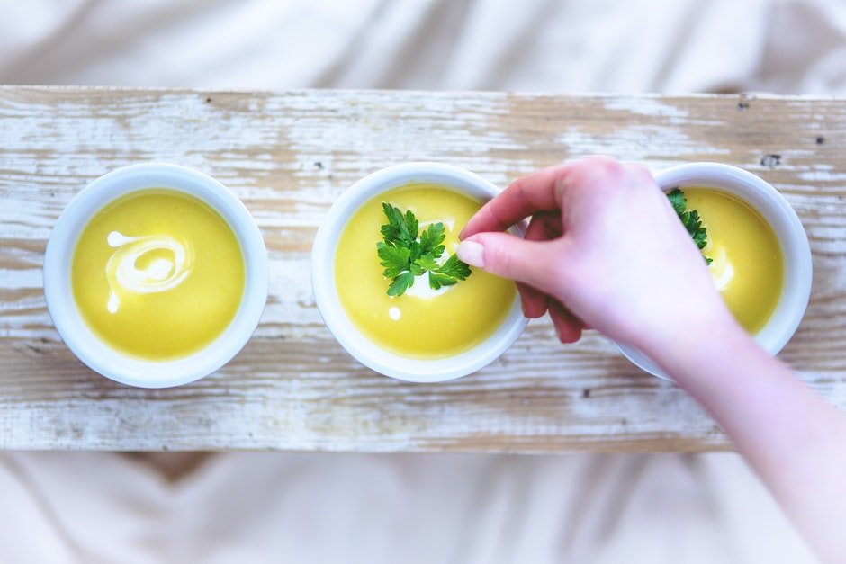 Leek and potato soup / hand