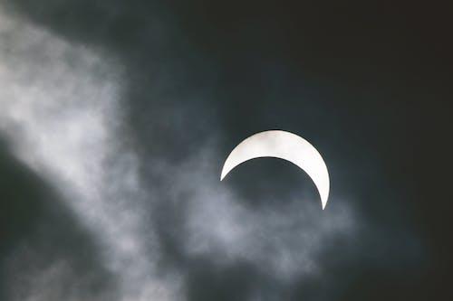 Gratis arkivbilde med formørkelse, grå, himmel, hvit