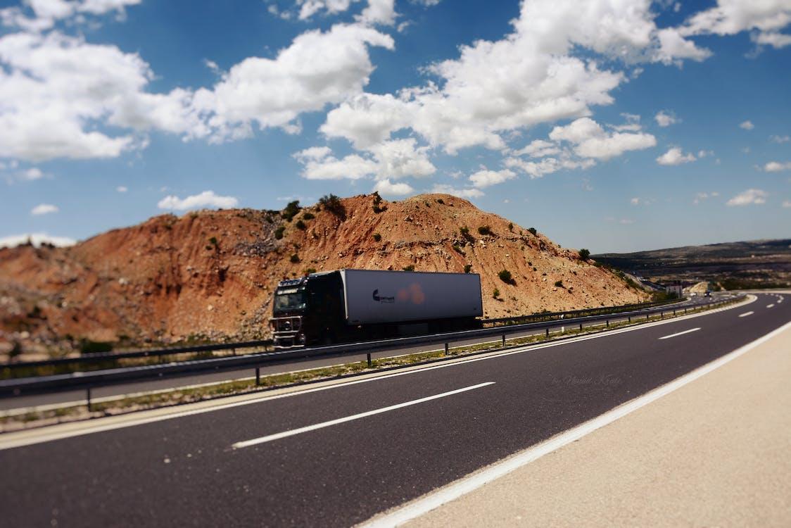 autopista, camió semi-remolc, carretera