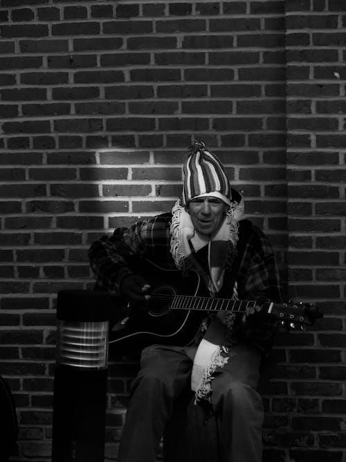 人, 吉他手, 單色 的 免費圖庫相片