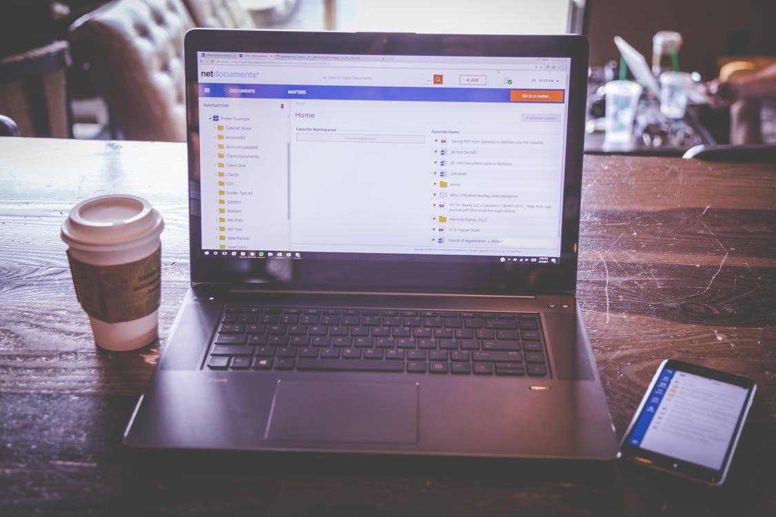iphone, コーヒー, ノートパソコンの無料の写真素材