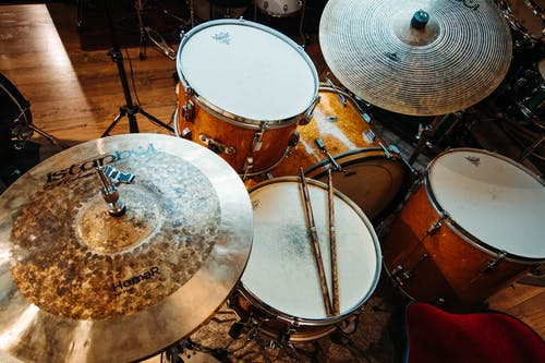 Close-up Photo of  White and Brown Drum Set
