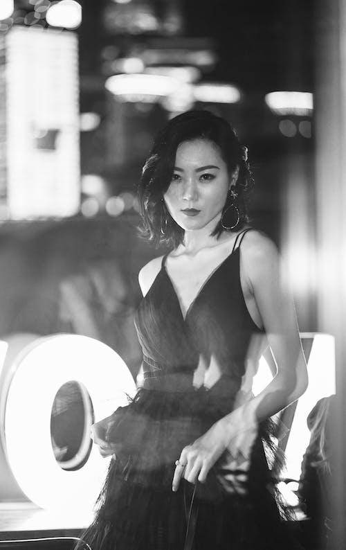 Kostenloses Stock Foto zu anmut, asiatische frau, aussehen, blick in die kamera