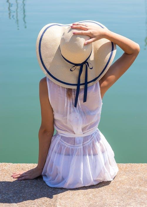 Foto profissional grátis de chapéu, lady, verão