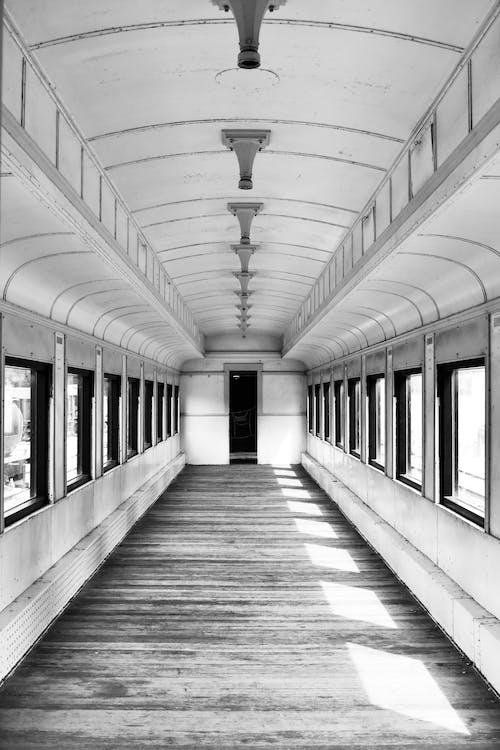 Immagine gratuita di allenare, architettura, bianco e nero