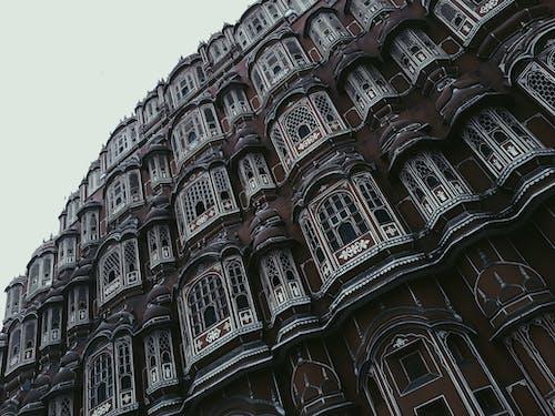 Безкоштовне стокове фото на тему «Windows, архітектура, Будівля, жаб'яча перспектива»