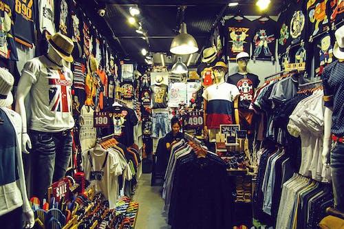 Foto stok gratis kaos, opsi, penuh warna, toko
