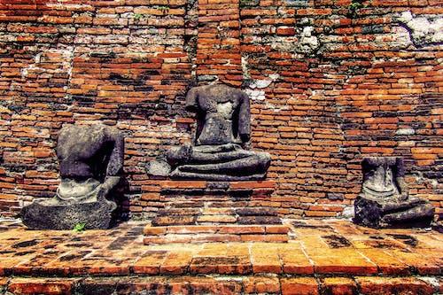 Foto stok gratis dinding bata, duduk, kuno, warna oranye