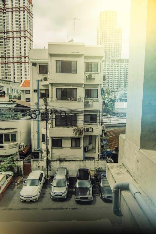 คลังภาพถ่ายฟรี ของ รถ, วันแดดจัด, อาคารอพาร์ทเมนท์, แฟลต