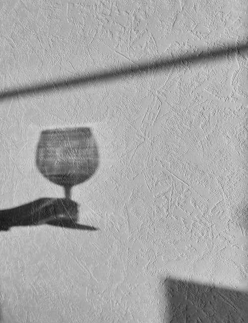 alkollü içecekler, alkollü içkiler, gri tonlama içeren Ücretsiz stok fotoğraf