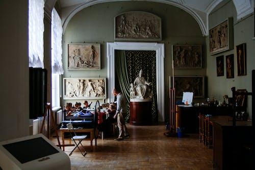 Δωρεάν στοκ φωτογραφιών με άγαλμα, αίθουσα, Άνθρωποι, αντίκα