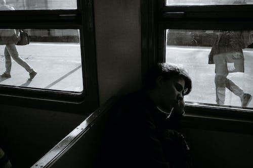 Fotos de stock gratuitas de adentro, anónimo, banco