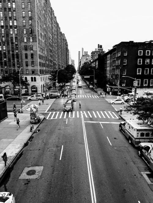 Безкоштовне стокове фото на тему «автомобілі, архітектура, будівлі»