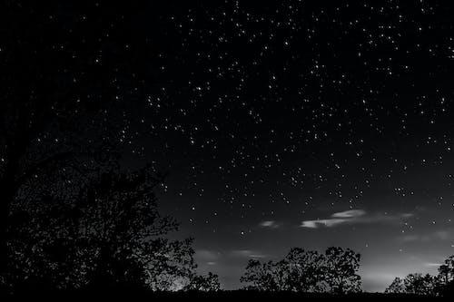 Δωρεάν στοκ φωτογραφιών με cloud - sky, ασπρόμαυρη φωτογραφία, αστέρια