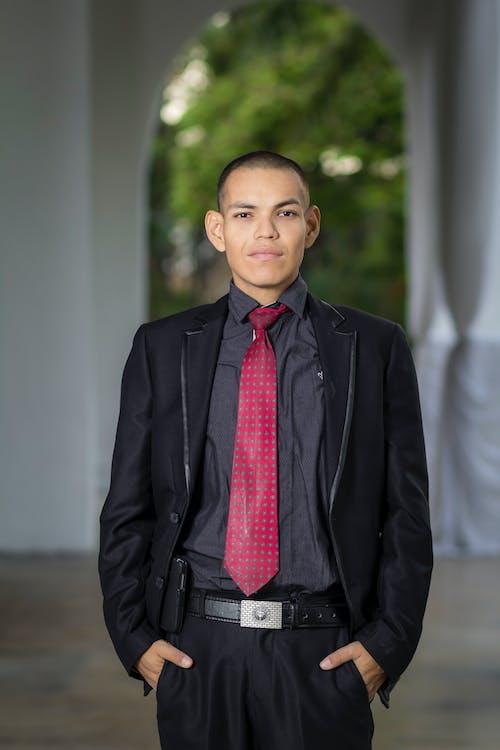Darmowe zdjęcie z galerii z czarny, formalny, garnitur