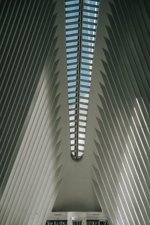Casa Moderna Con Techo Geométrico Con Sombras