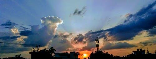 Foto stok gratis awan, backlit, bayangan hitam, cahaya