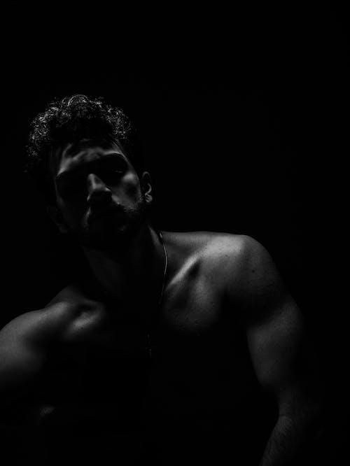 Kostenloses Stock Foto zu athlet, bodybuilding, dunkel