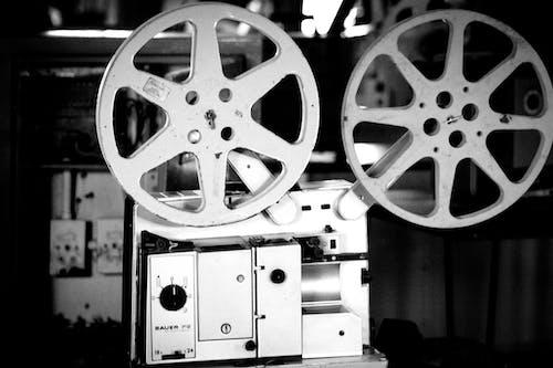 Безкоштовне стокове фото на тему «виробництво, відтінки сірого, кінематографія»