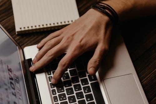 Безкоштовне стокове фото на тему «блокнот, введення тексту, клавіатура»