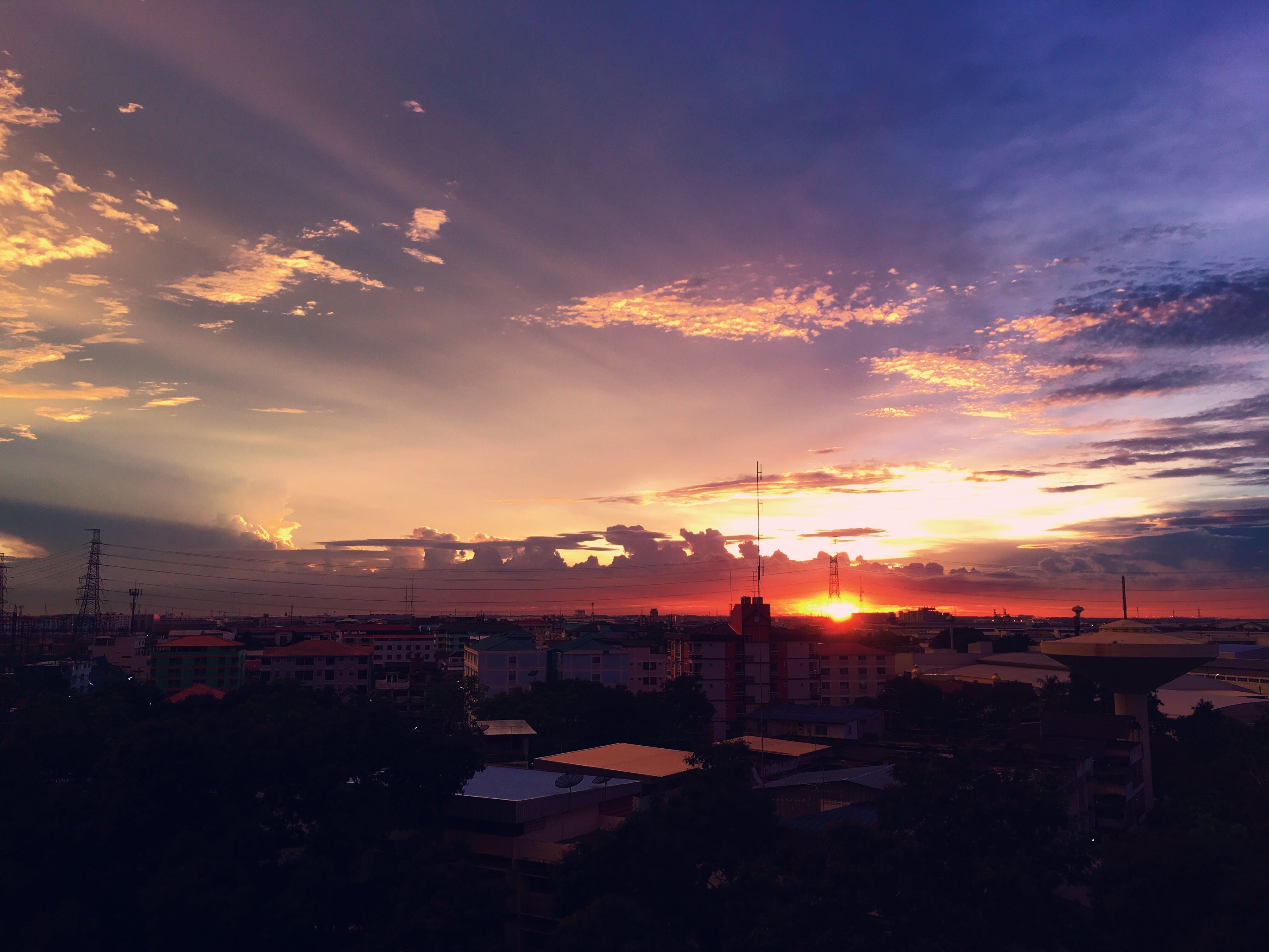 Foto profissional grátis de alvorecer, céu, cidade, leve