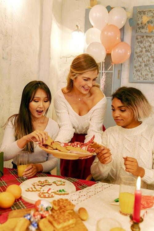 Foto profissional grátis de adultos, alegria, alimento