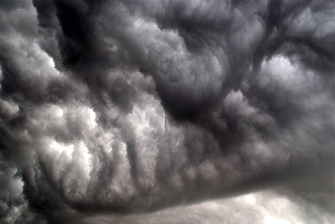 búrka, hrom, mrak