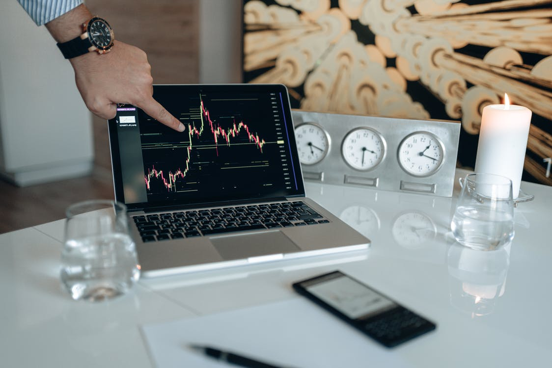 Kostenloses Stock Foto zu bitcoin, bitcoin-diagramm, blumen