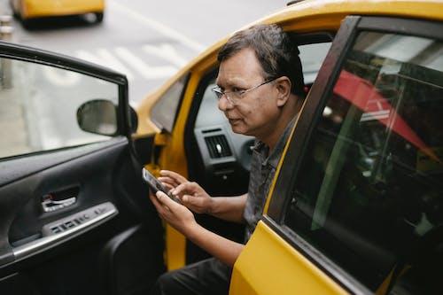Δωρεάν στοκ φωτογραφιών με gadget, smartphone, άνδρας, άντρας