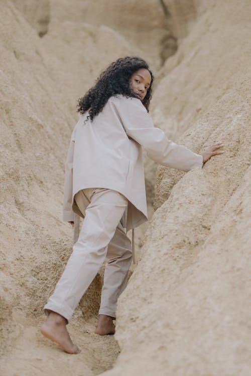 Immagine gratuita di abbigliamento, afro, angolo basso