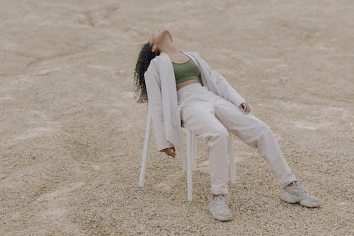 Kostnadsfri bild av avslappning, byxor, flicka