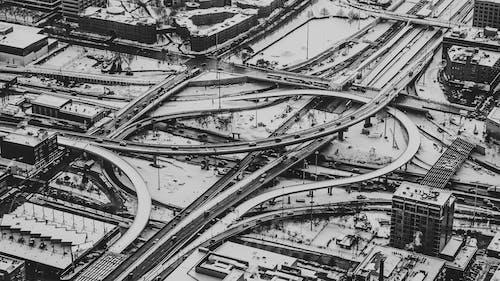 Kostenloses Stock Foto zu architektur, ausdruck, auto, autobahn