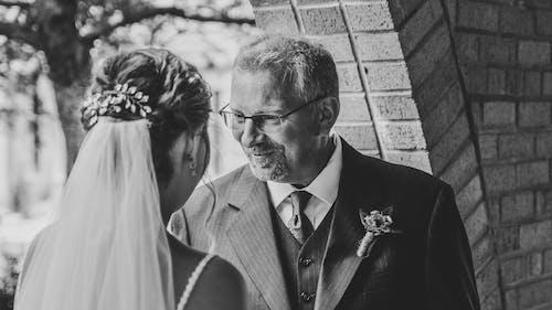 Kostenloses Stock Foto zu blumengesteck, braut, bräutigam, erwachsener