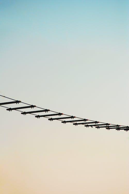 Fotobanka sbezplatnými fotkami na tému exteriéry, lano, most, mraky
