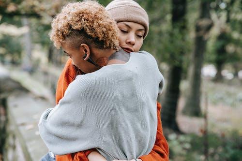 Gratis stockfoto met affectie, Afro-Amerikaanse vrouw, afspraakje