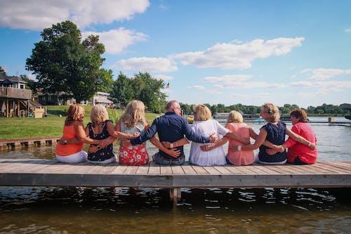 Fotos de stock gratuitas de a orillas del lago, abrazar, abrazo