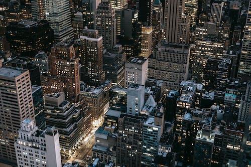 Gece Zamanında şehir Binalarının Havadan Görünümü