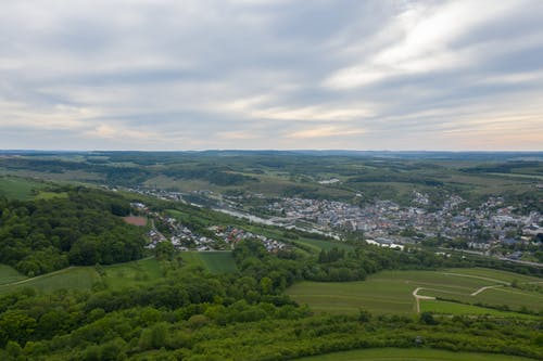 Бесплатное стоковое фото с вид с квадрокоптера, высота, газон