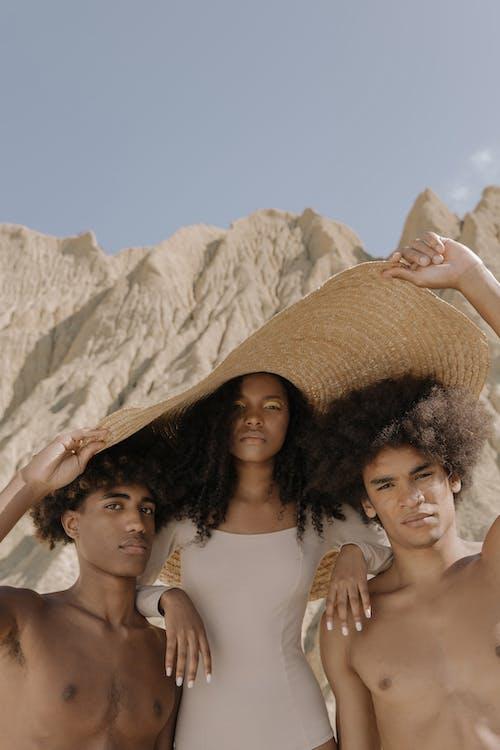 Foto stok gratis aksesoris, Amerika Afrika, di luar rumah