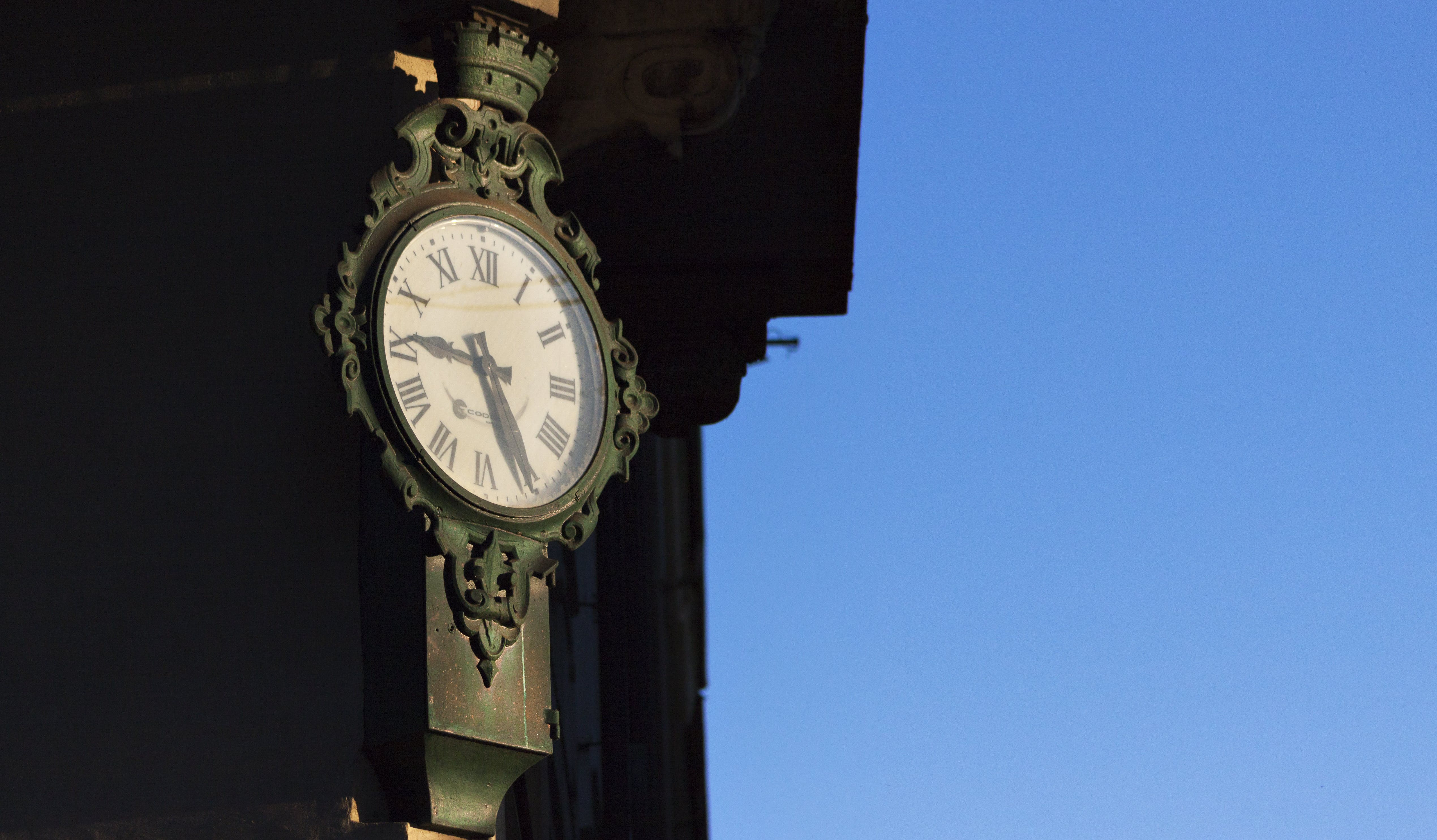 Ingyenes stockfotó épület, falióra, idő, kék ég témában