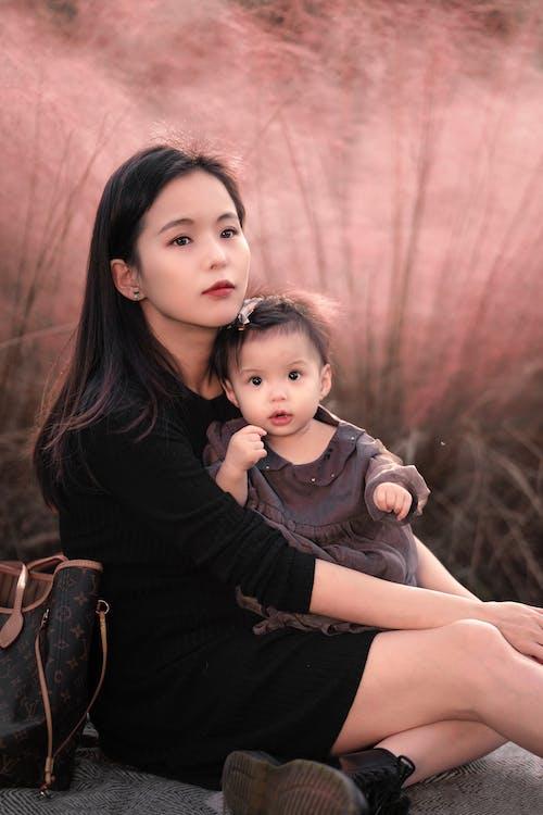 Kostenloses Stock Foto zu asiatische frau, ausruhen, bezaubernd, beziehung