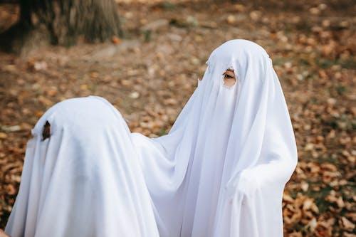 Bambini Allegri In Costumi Da Fantasmi