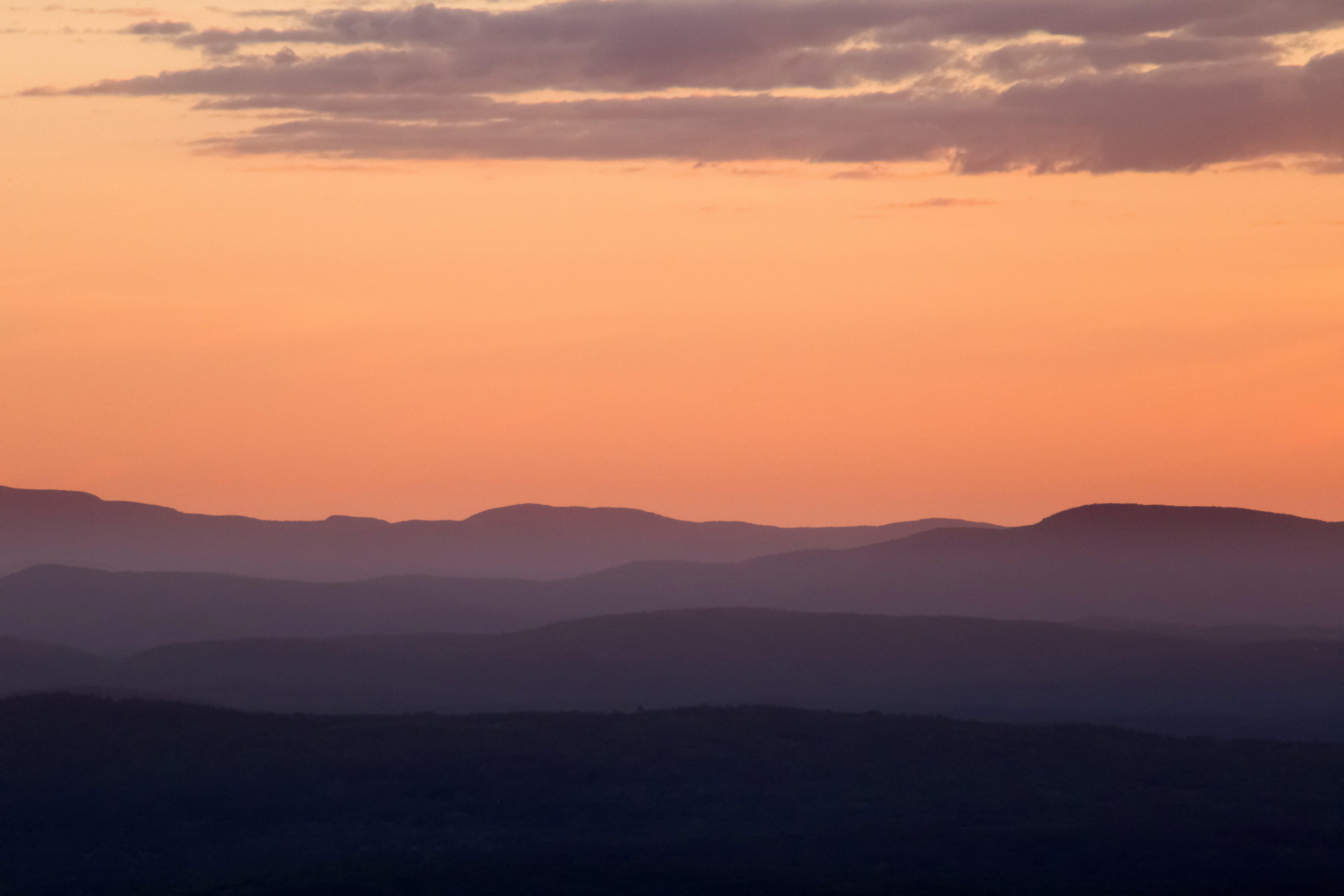 Foto d'estoc gratuïta de a pagès, alba, amb boira, capvespre