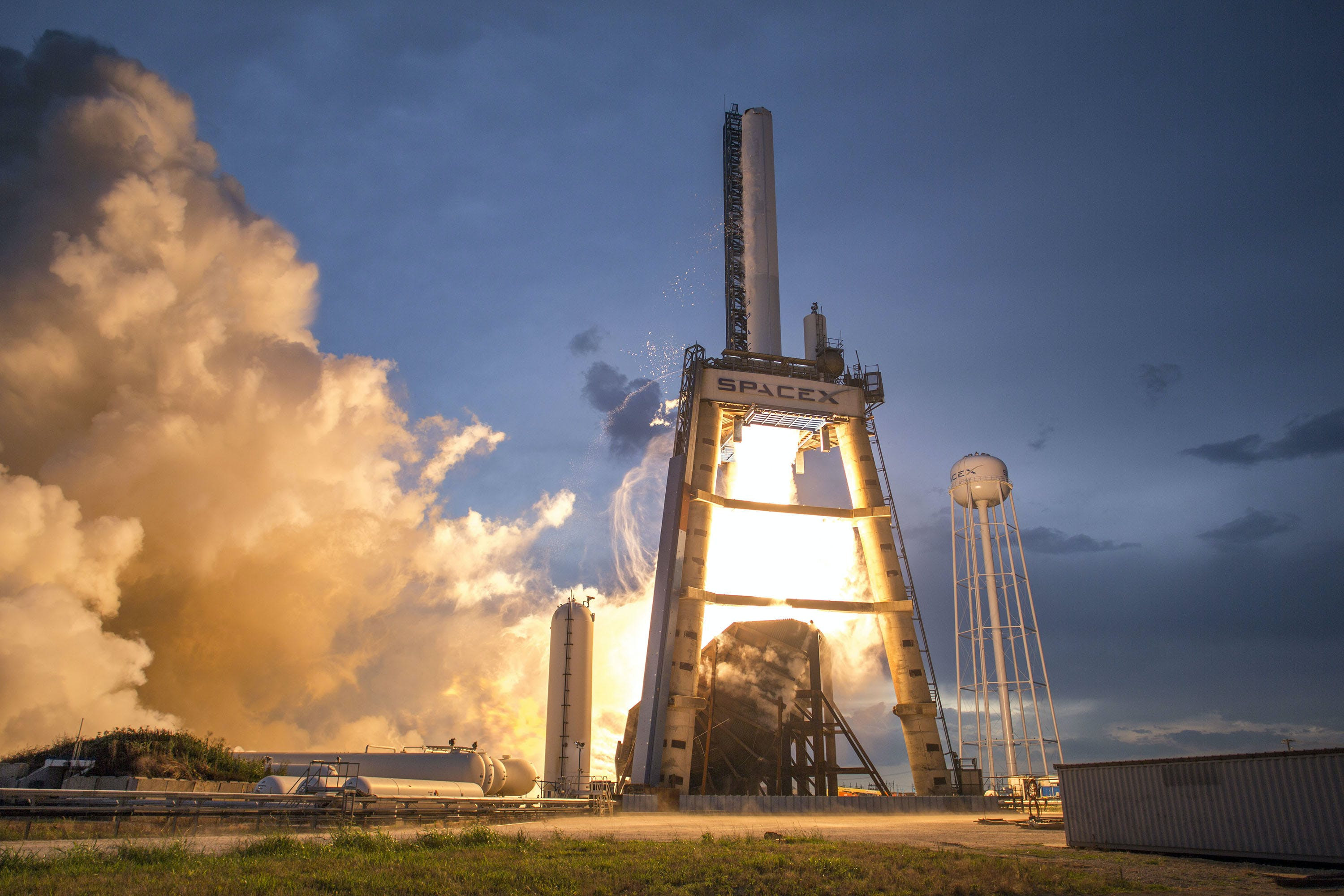 Photo of Gray and White Spacex Space Shuttle