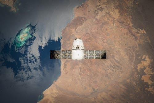 Darmowe zdjęcie z galerii z antena satelitarna, kosmos, orbita