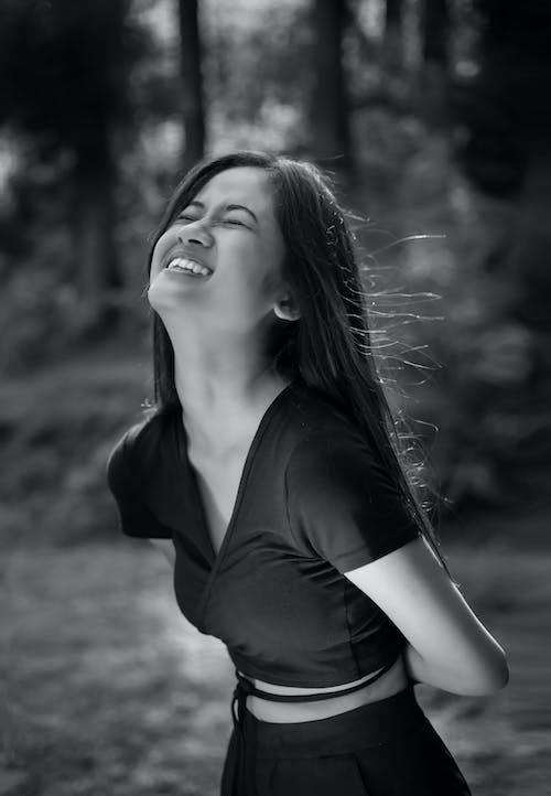 Foto profissional grátis de #retrato, #womeninblack, adorável, atraente