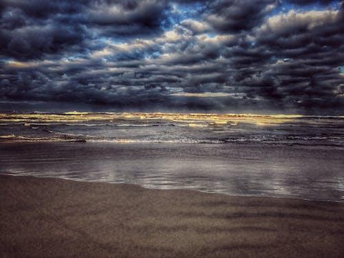 Fotos de stock gratuitas de arena, cielo, mar, nubes