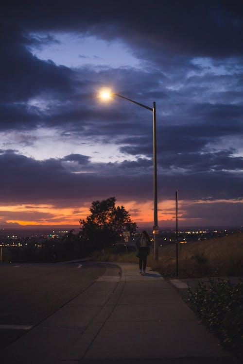 Kostenloses Stock Foto zu beleuchtung, einsam, gehen