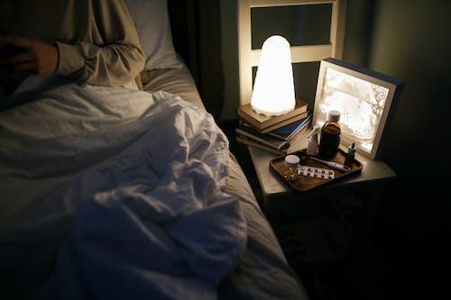 亞麻床單, 人, 光 的 免費圖庫相片