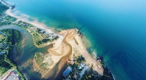Foto profissional grátis de aerofotografia, água, beira-mar, de cima